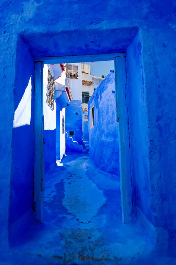 blue-streets-of-chefchaouen-morocco-13-660x991