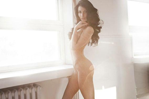 Karolina-nude-room