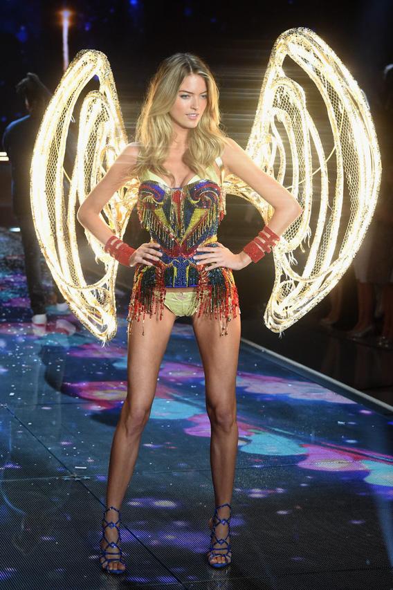 victorias-secret-fashion-show-2015-martha-hunt-w724
