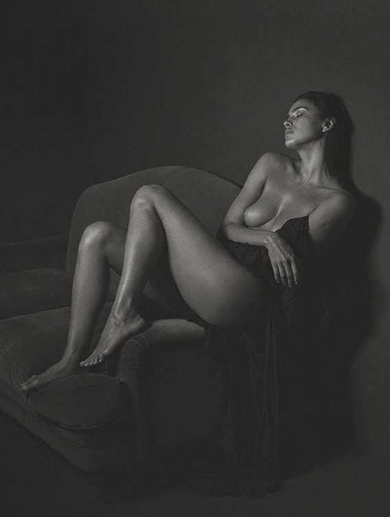 irina-shayk-poses-nude-for-gq-italia-september-cover-story-the-dapifer-6