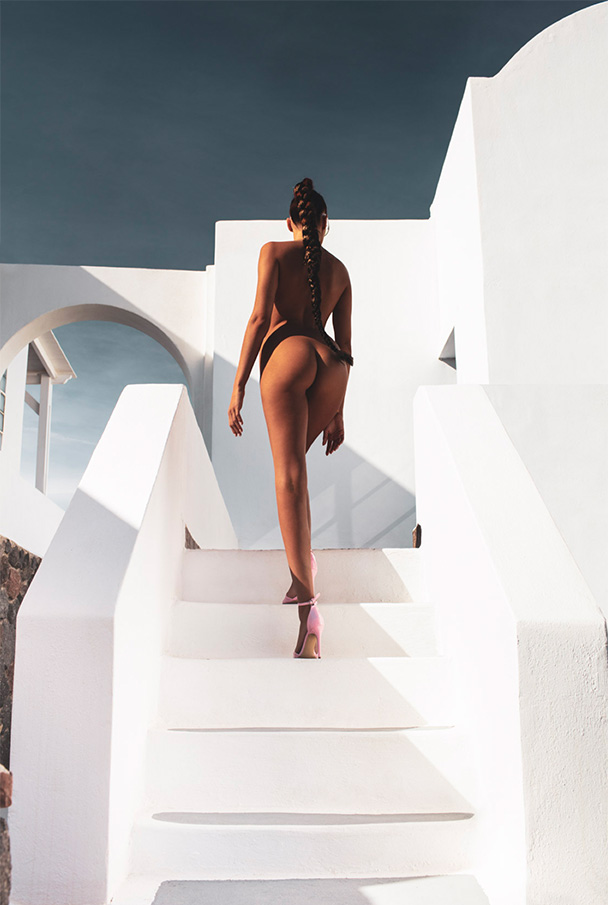Rebecca-stairs600